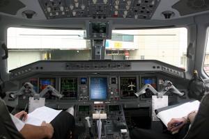Cockpit of Embraer 195