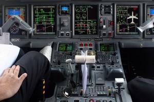 Embraer 195 Cockpit