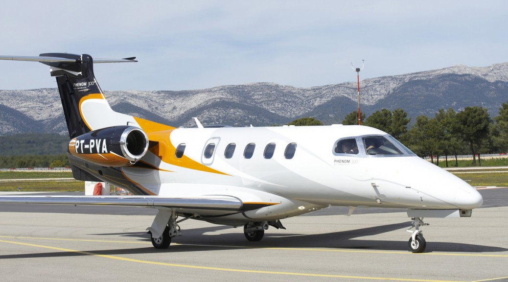 Embraer Phenom 300 Photos